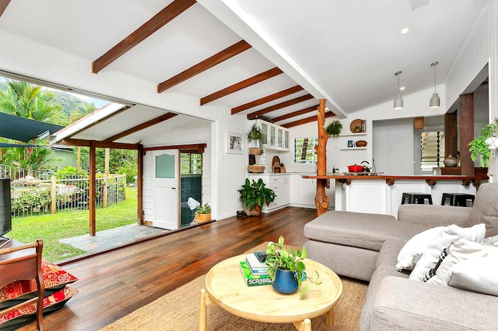 Charming Queenslander with Stunning Private Pool