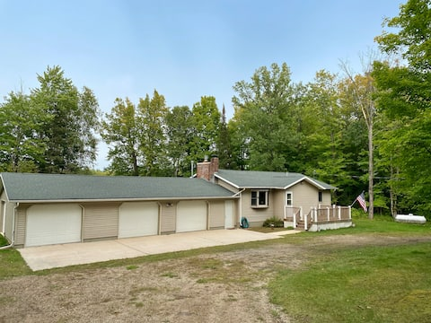 3 Bd, 2 Ba Cottage on the Menominee River