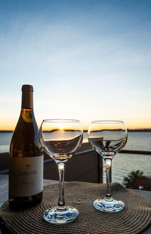 Luxurious Getaway - Amazing Sunset Lakeviews !!!