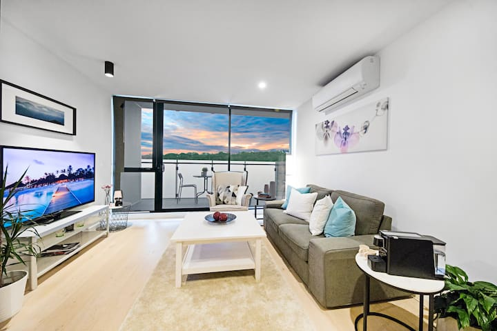 Stylish and quiet apartment Next Yarra River