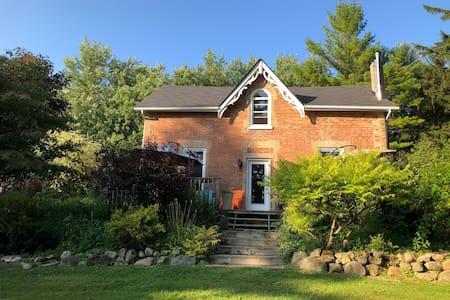 1860 Country Farmhouse