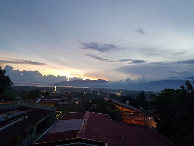 Sip your coffee & enjoy great views from balcony - Davao City - Ev