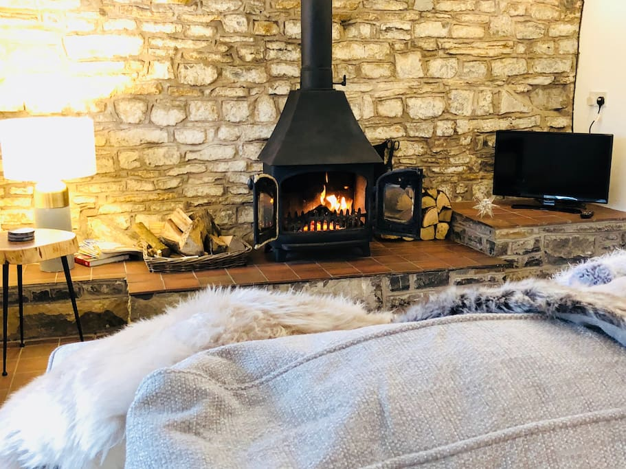 Super fast broadband, Smart TV , fur throws, candles and comfy sofa all set for a romantic night in for two!