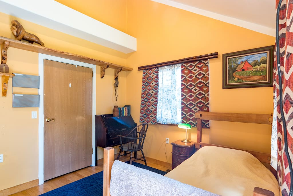 cozy private pnw bedroom close to max sleeps 2 houses for rent in milwaukie oregon united states