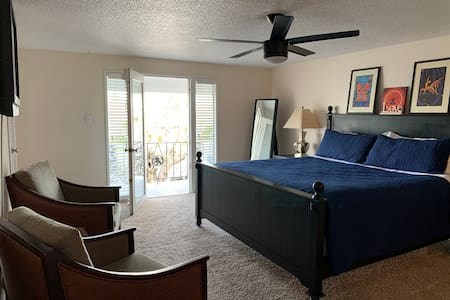 King Suite, Tub, Balcony, Pool, Strip & Downtown