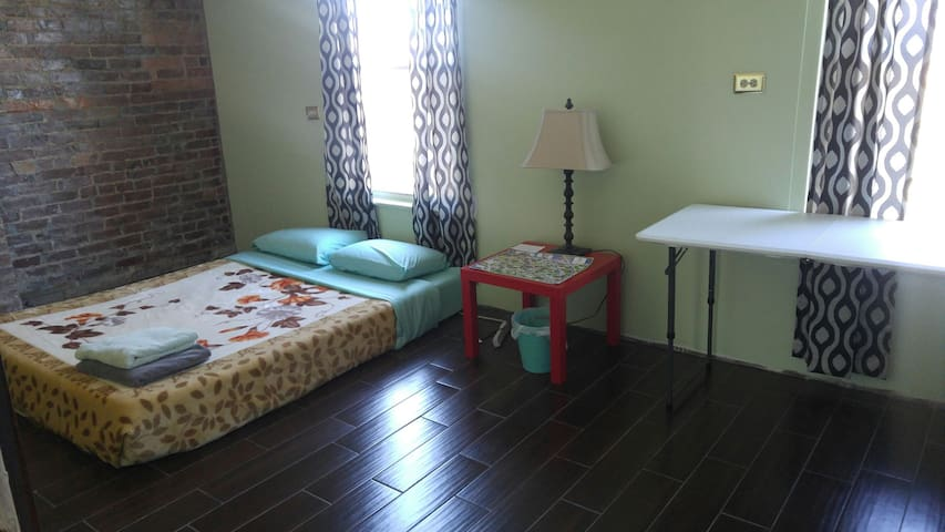 Convenient private room - close to downtown
