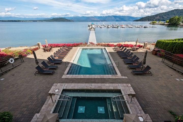 Gorgeous Seasons Condo - Luxury, Hot Tub, Pool