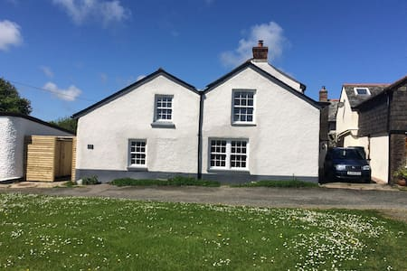 18th Century Cornish Cottage - Bude