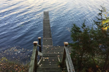 Fee's Landing Resort- Cottage E- 3BDRM waterfront - Kawartha-innsjøene - Hytte