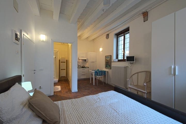 PALAZZETTO CAVALLI - WHITE ROOM on the canal