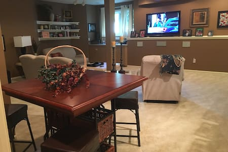 Overland Park Lower Level In-Law Home - Overland Park - House