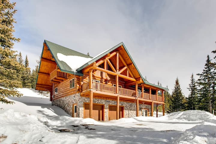 Log Home-15 miles from Breck with Hot Tub-By Montgomery Reservoir