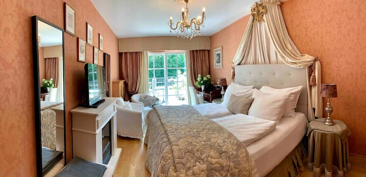 Cosy room in beautiful country house, B&B