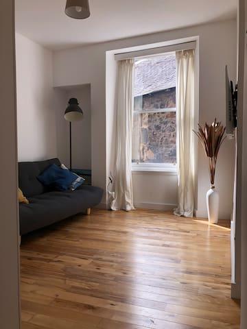 One Bedroom Apartment in Edinburgh City Centre