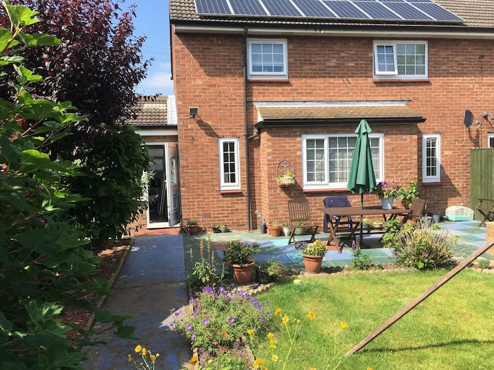 Two bed house close to Airport & Wildlife Park