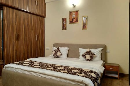 A&A bed and breakfast 2BHK Apt Mall road shimla 1f