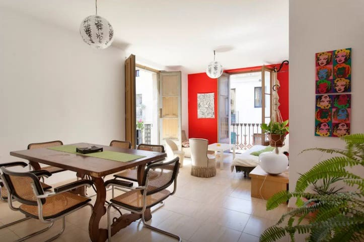 Charming room in downtown! - Barcelona - Bed & Breakfast