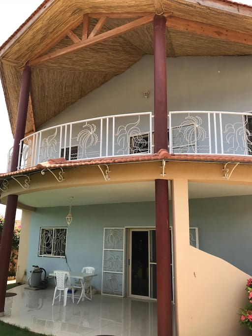 Vue  de la terrasse et du balcon