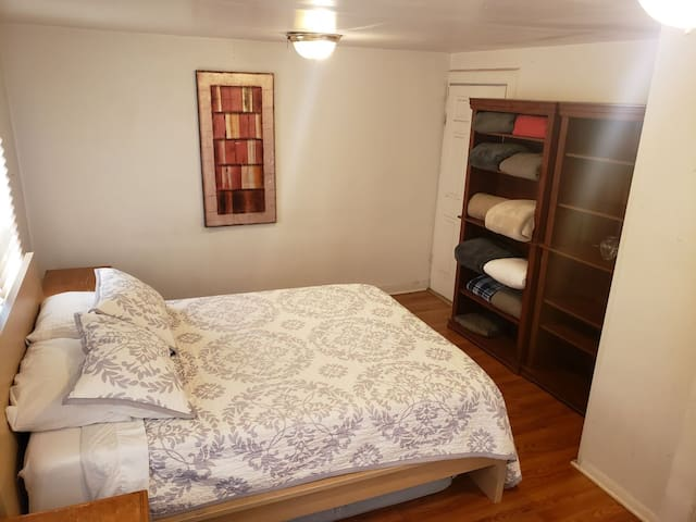 Private room, Queen bed