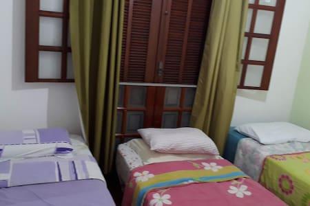 Hostel, região Ponte Preta com 3 camas