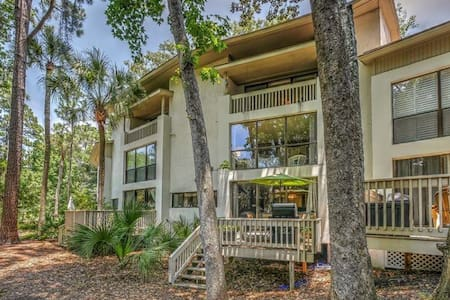 3 Bedroom, 2 Bath Villa, Short Walk to the Beach - Hilton Head Island