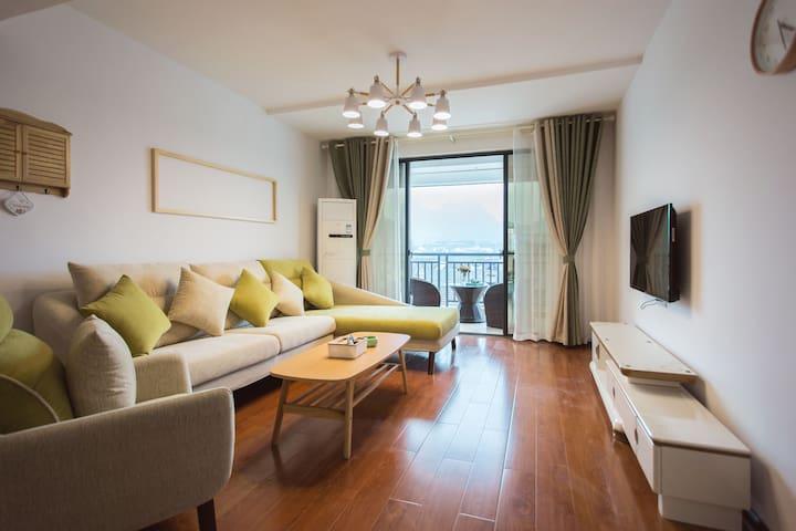 市中心两江湖畔豪华公寓两居室甜美风