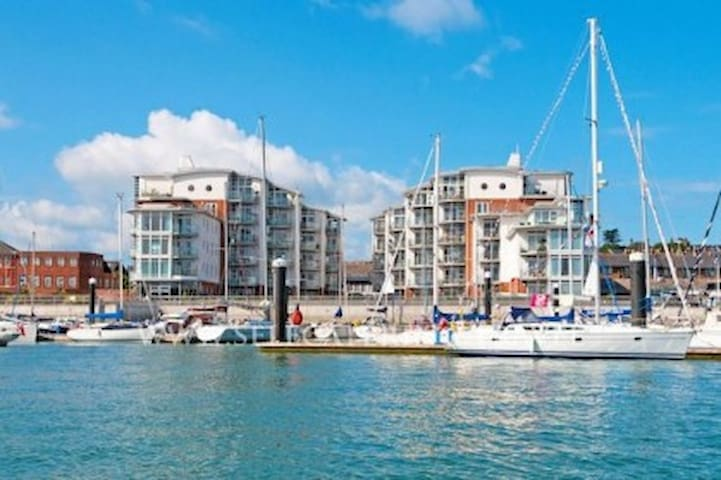 38 Marinus Cowes, Marina Views And Free Parking
