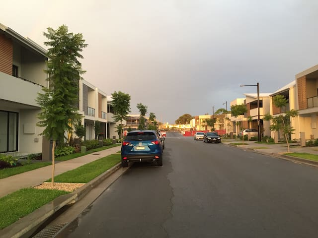 Walk to Blacktown station - Blacktown