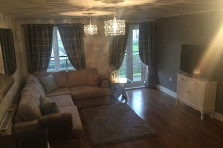 Smart 2 bed 2 bathrooms and parking - Maidenhead