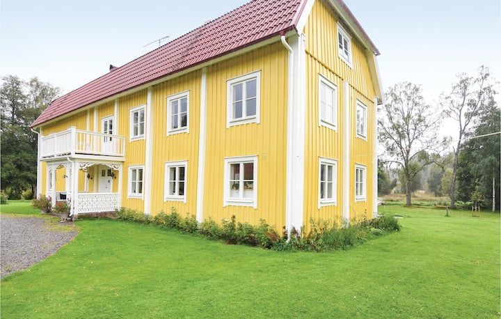 Nice home in Sjötofta with Sauna, WiFi and 5 Bedrooms