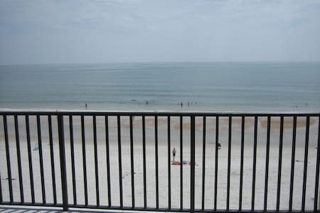 Direct Ocean Front On The No Drive Beach - Daytona Beach