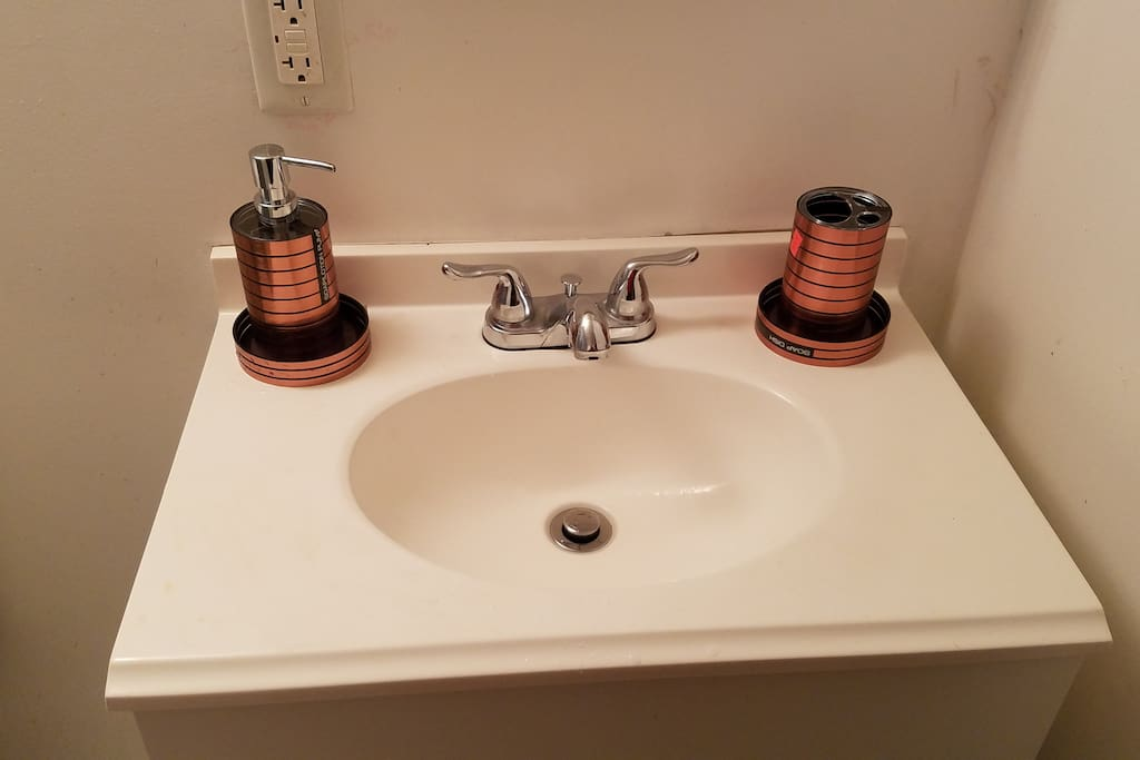 Face Basin, liquid Soap and Tooth brush Holder