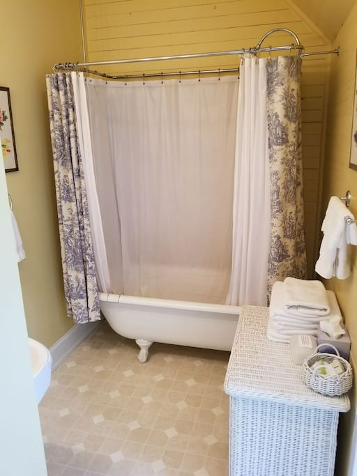 clawfoot tub in room w/king bed