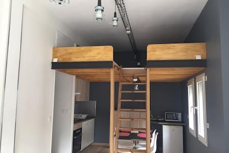 Studio avec mezzanine sur le port de Cancale