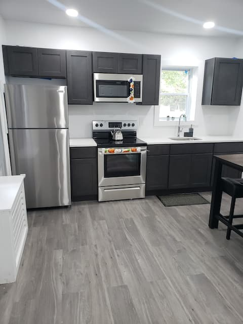Cozy Tacony 2bd - Private Parking