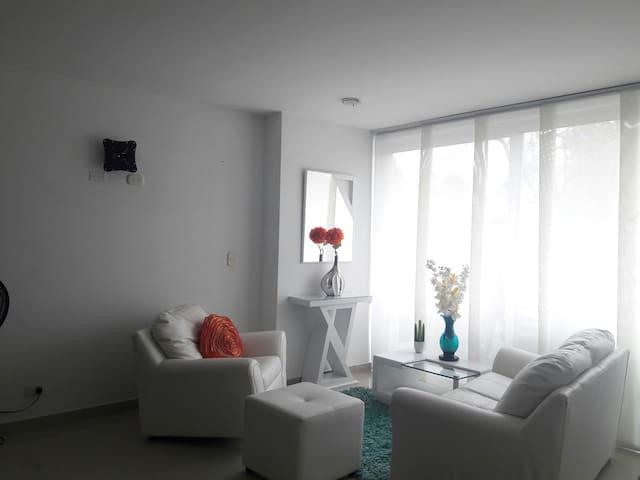 Habitación en El Recreo, bonita y espaciosa