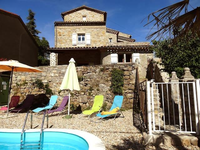 """Gite """" LE LAVOIR"""" avec piscine en Ardèche du sud"""