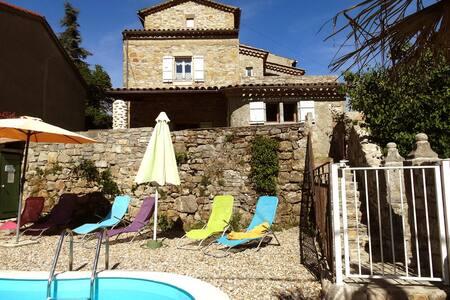 """Gite """" Le Lavoir"""" maison piscine en sud-Ardèche"""