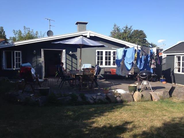 Dejligt sommerhus på Sydlolland 10 km. fra Nakskov - Dannemare - Cabin