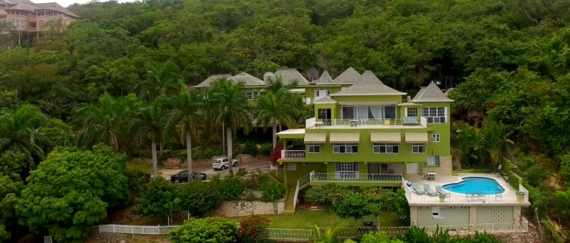 11 BdRm Ocean View Villa (Tennis Court,Pool,Staff) - Montego Bay
