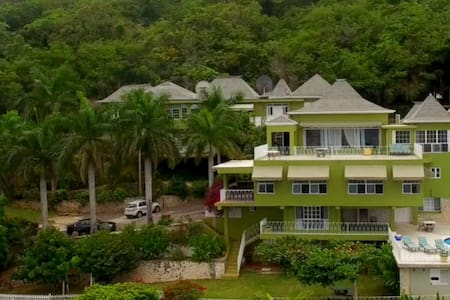 11 BdRm Ocean View Villa (Tennis Court,Pool,Staff) - Montego Bay - Vila