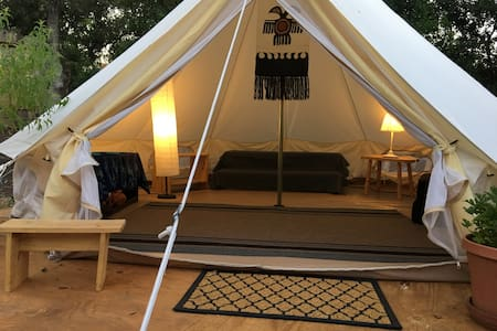Glamping in the Oaks at Horseshoe Farm