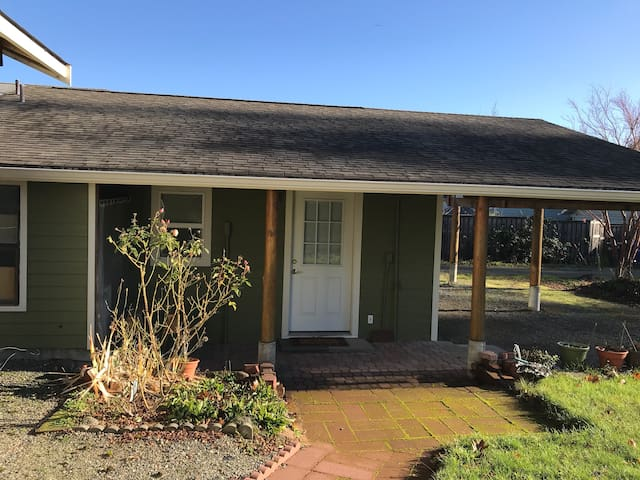Perfectly Located W. Olympia Guest House
