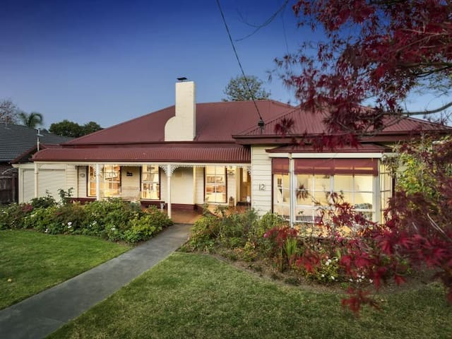 The Morton - Wonderfully Warm and Inviting Home - Burwood - House