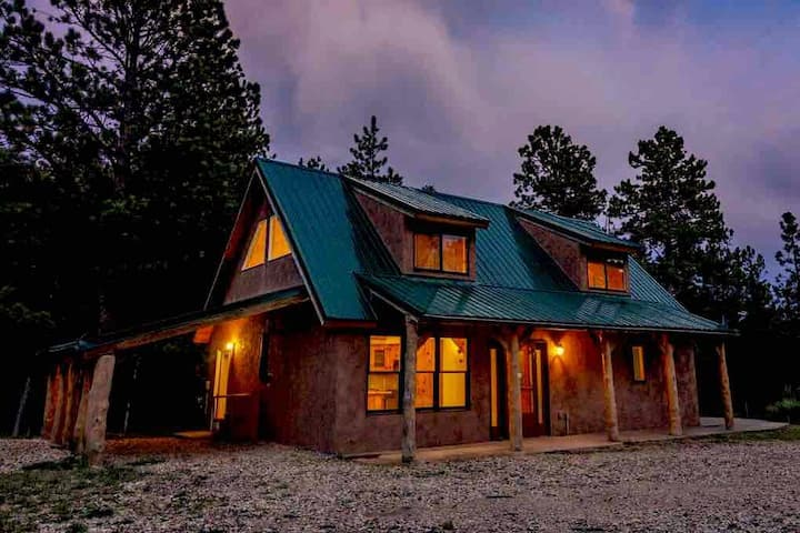 Secluded cottage near town and lake -deer viewing
