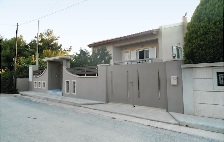 Holiday cottage with 2 bedrooms on 75 m² in Artemida