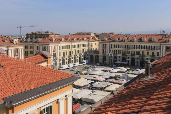 ARTEMISIA: sui tetti di Cuneo storica