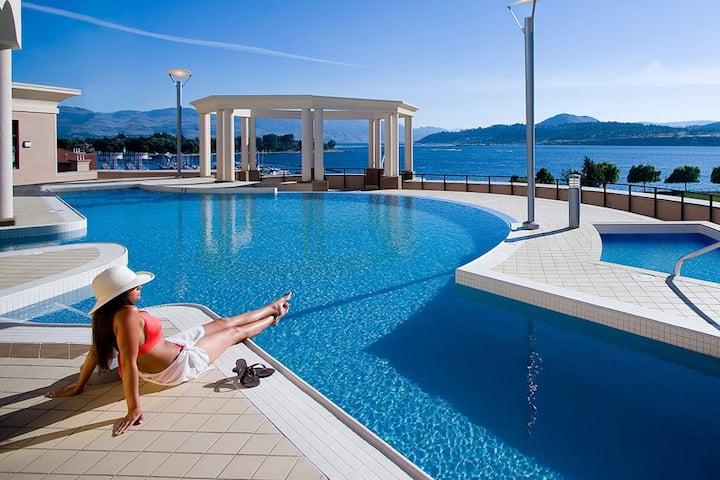 2BR  Spacious Resort Suite w/Rooftop Infinity Pool