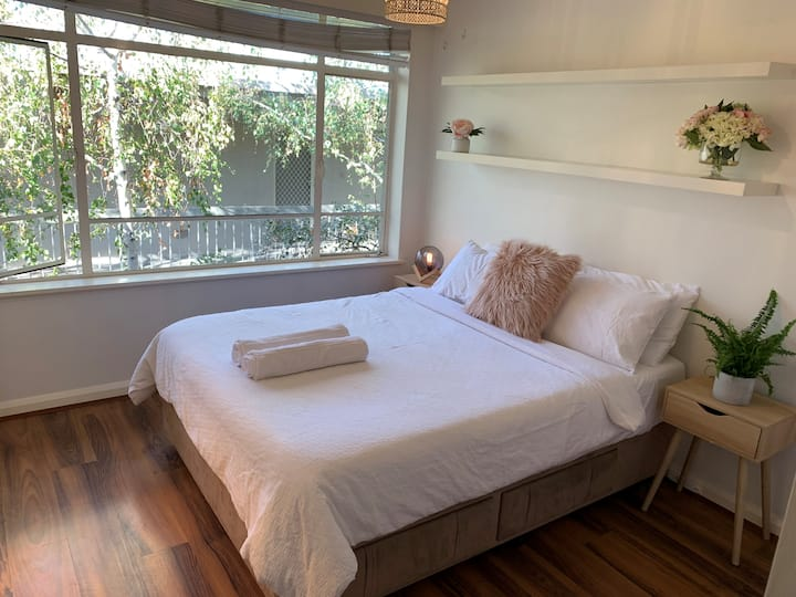 St Kilda Lush Cosy 1 Bedroom Apartment