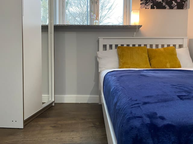 Secure 1 Bed Flat *SELF-ISOLATION UNIT**